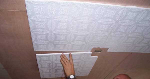 How to stick tiles on the ceiling