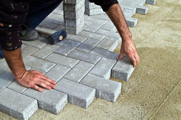 How to Lay paving slabs on sand